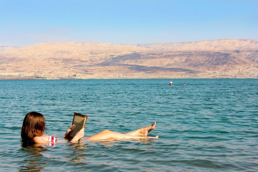 Dead-sea-toursoman